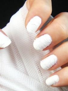 the mummy halloween nail art